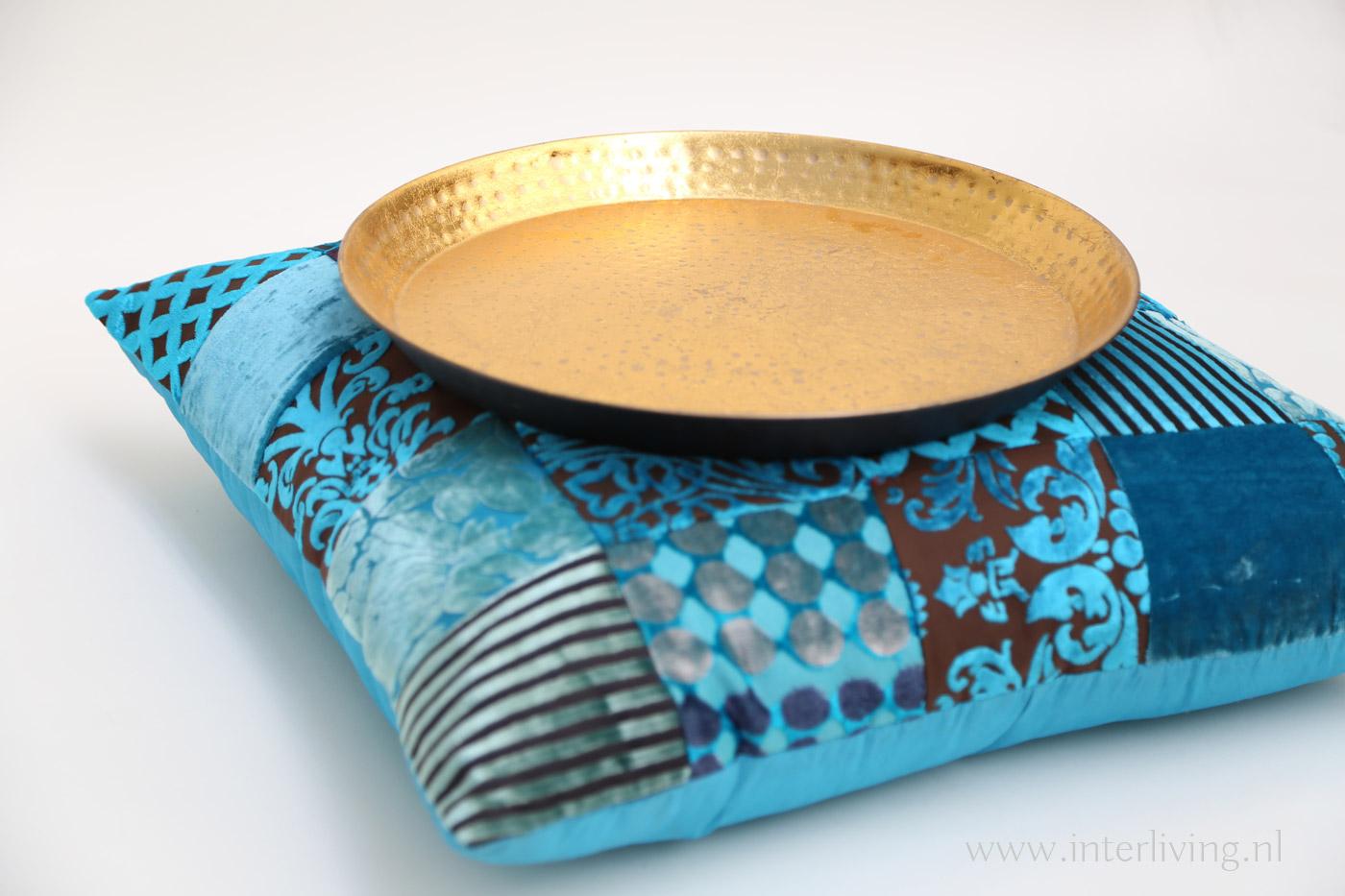Petrol Blauw Kussens : Gouden accessoires met blauw combineren gouden filigrain lampen