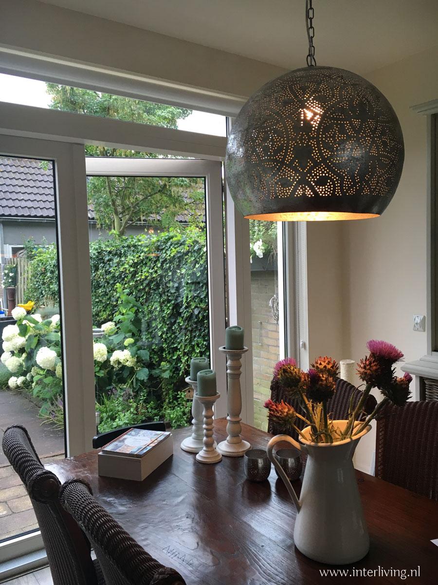 zilveren lamp in landelijk interieur koop in onze webshop