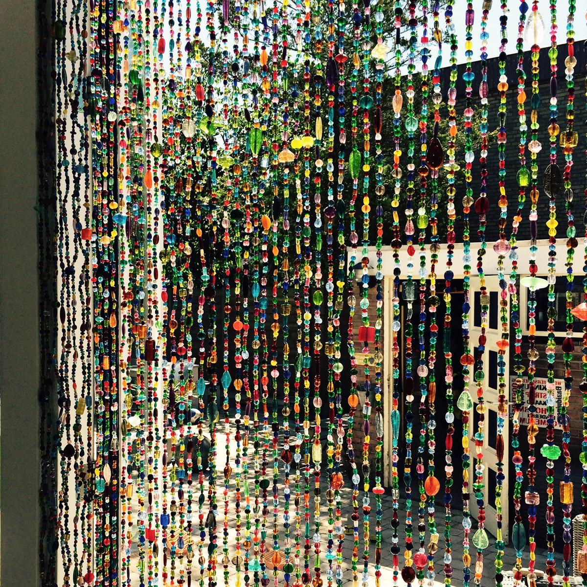 https://www.interliving.nl//wp-content/gallery/glaskralengordijn-op-maat/op-maat-gemaakt-glaskralen-gordijn-multi-colour.jpg