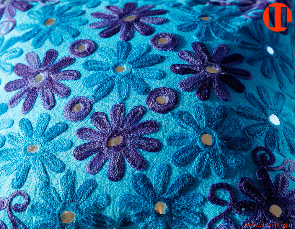 Bloemen in huis en interieur handgemaakte kussens vloerkussen en poef