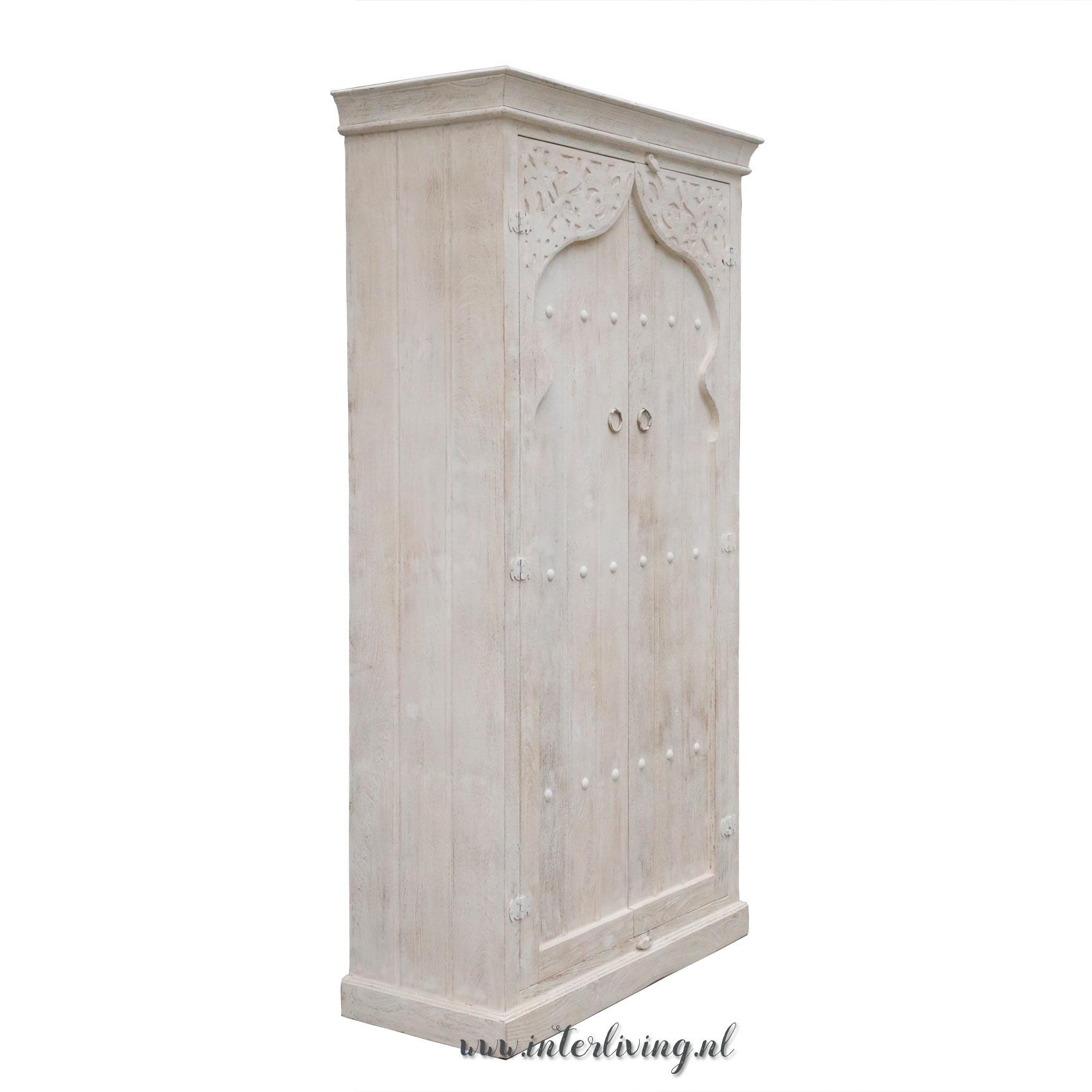 Grote Witte Houten Kast.Marokkaanse Stijl Kast Wit Van Hout Met Bogen Oude Deur Uit Marrakesh