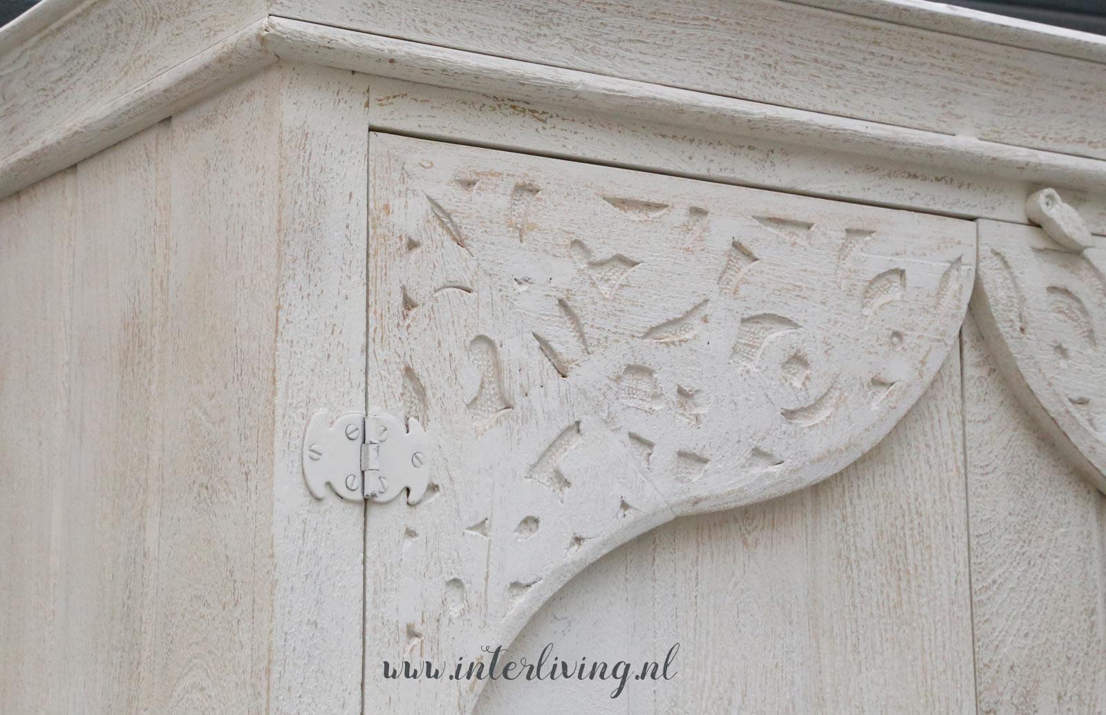 Marokkaanse stijl kast wit van hout met bogen oude deur uit marrakesh