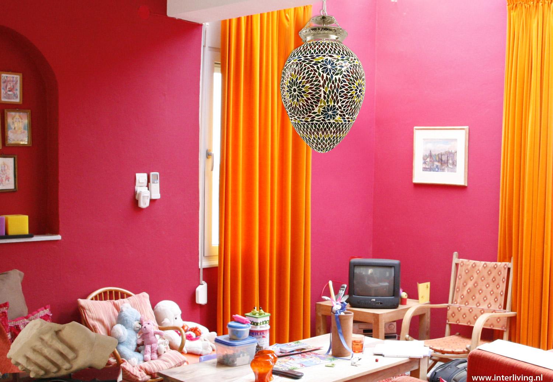 Ei vormige hanglamp van glasmozaiek in oosterse art deco stijl