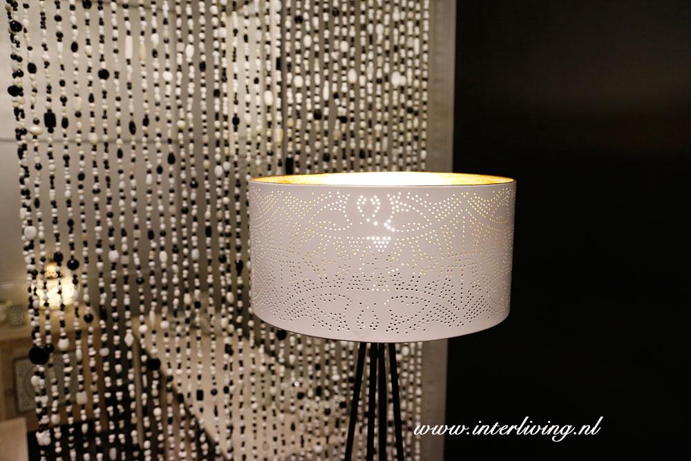 Filigrain Lampenkap Wit Met Gouden Binnenkant Gaatjeslamp