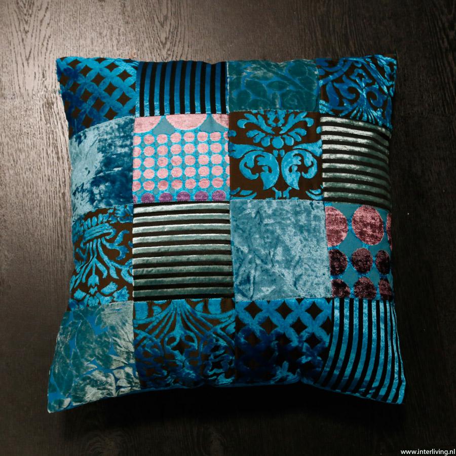 glanzend blauw fluweel patchwork kussen hemelsblauw