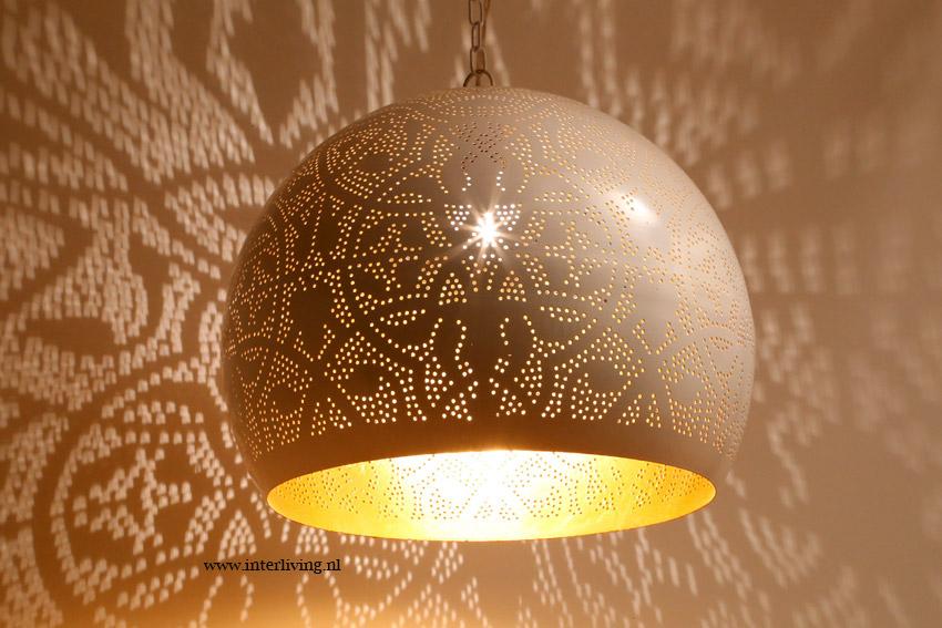 Witte hanglamp bol filigrain - goud look binnenkant - oosters modern