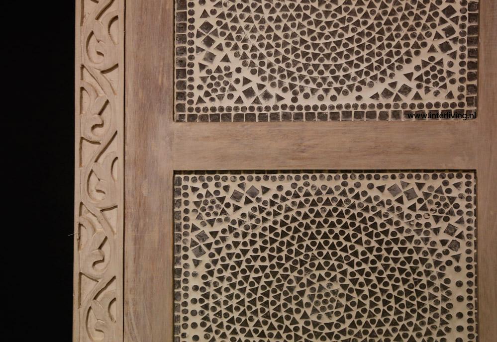 Hoge kast india met houtsnijwerk glasmozaïek in white of blue washed