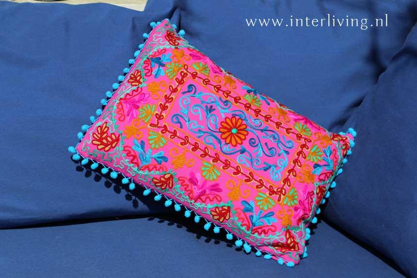 kleurrijke indiase kussens