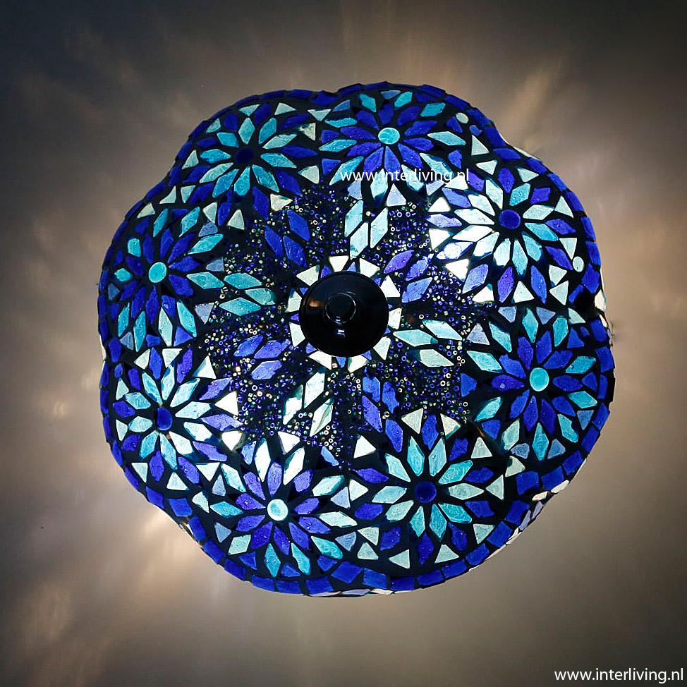 Laat Je Inspireren Voor Een Sfeervol Terras Of Balkon Door: Plafondlamp Van Glasmozaïek Met Kralen