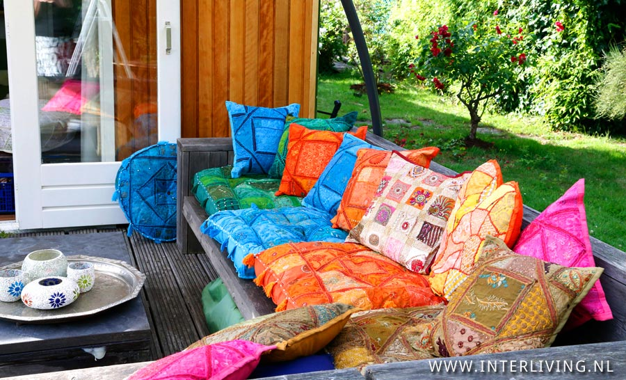 Boho garden maak je tuinset compleet met indiase kussens for Lounge kussens