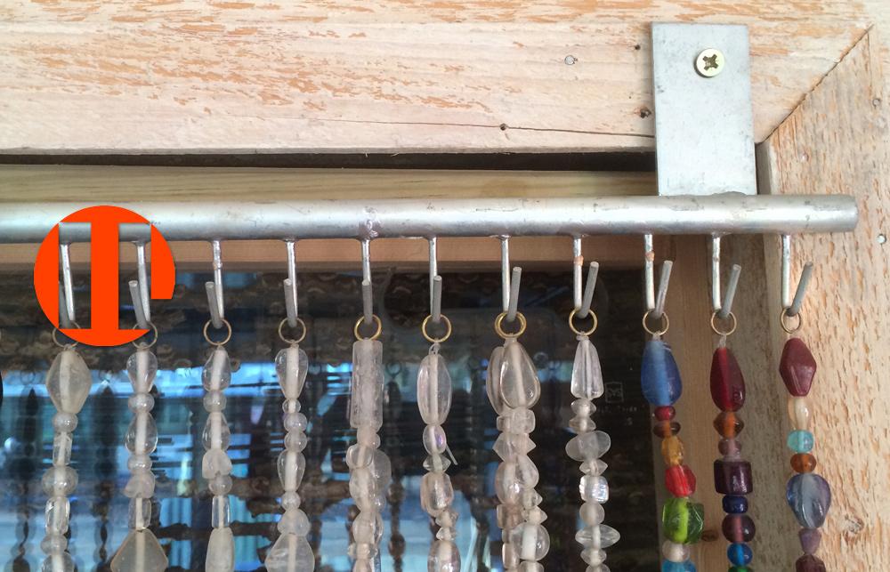 Kralengordijn van glaskralen ook als vliegengordijn of for Ophangsysteem gordijnen