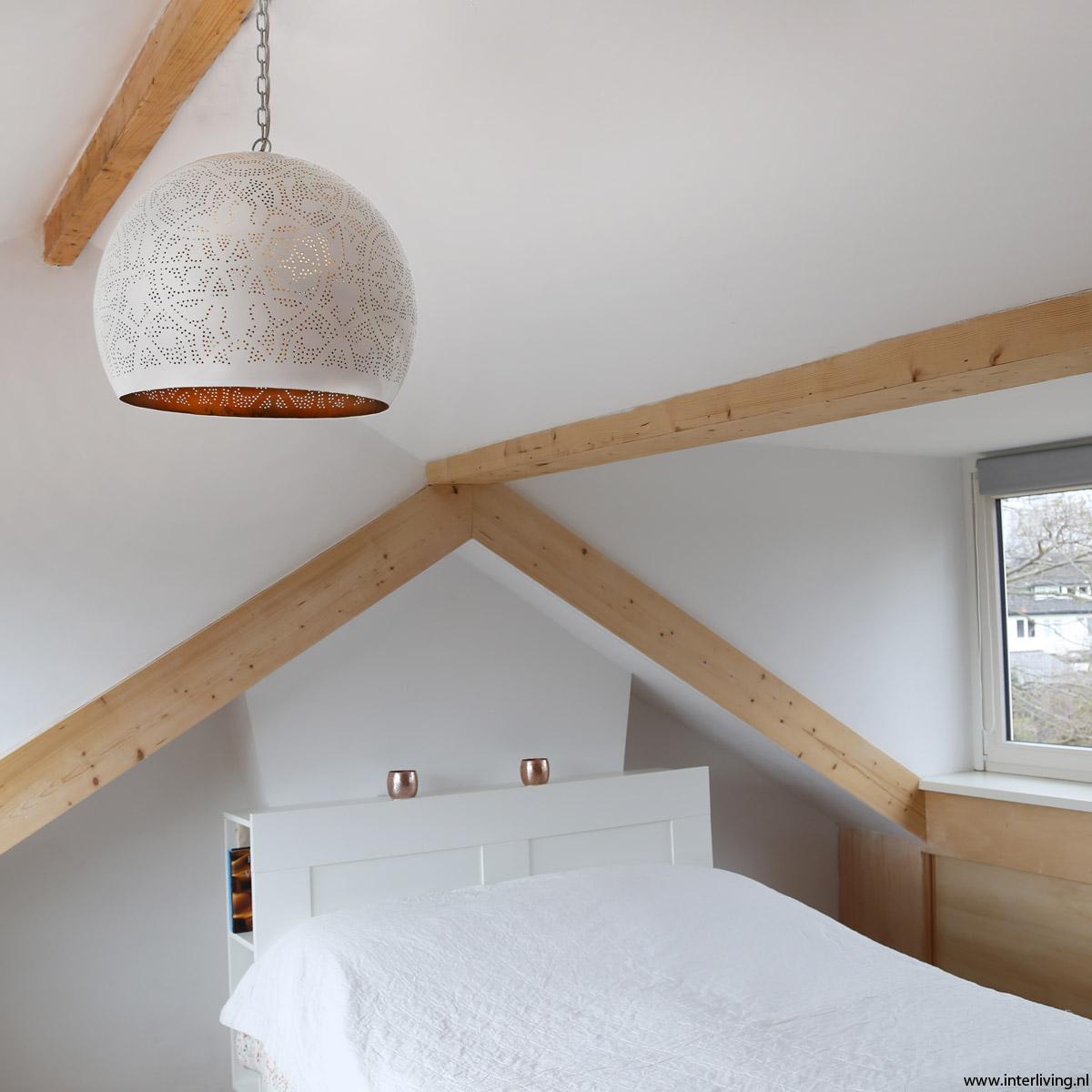 oosterse hanglamp op zolder