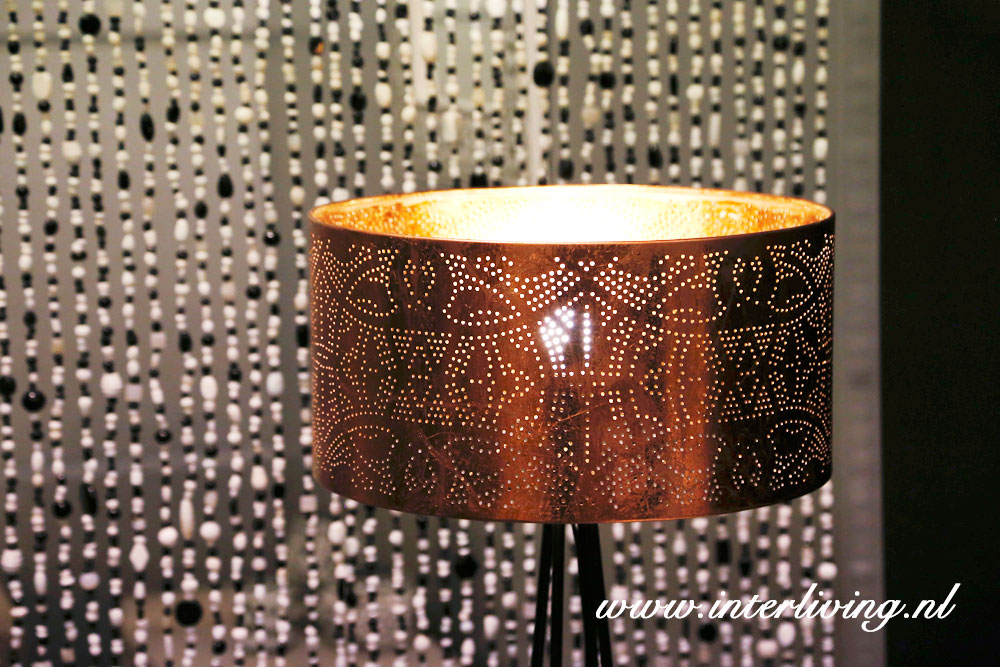 Lampenkap koper filigrain lamp in zwart wit interieur for Lampen 60 cm
