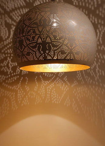 https://www.interliving.nl/wp-content/uploads/2011/07/bol-filigrain-wit-metaal-lamp.jpg