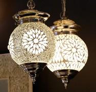 Transparante hanglamp van mozaiek en kralen<br>Ø 15 cm: EUR 55<br> Ø 25 cm: EUR 99<br>