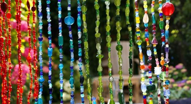 kleurrijk kralengordijn
