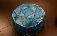 Zomerspecial: Ronde  poef met blauwe kleurstelling