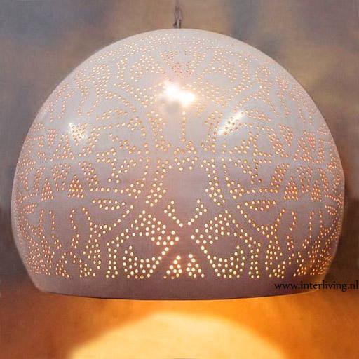 Witte hanglamp - filigrain wit hoogglans finish met gouden binnenkant