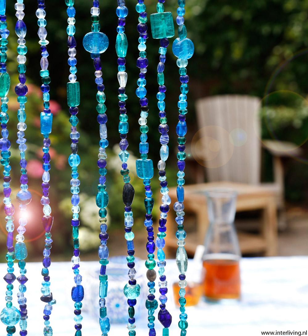 kralengordijn van glaskralen, ook als vliegengordijn of roomdivider
