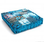 Vloerkussen, handgemaakt uit India, in aqua blauwtinten kleuren patchwork uitvoering van fluweel.