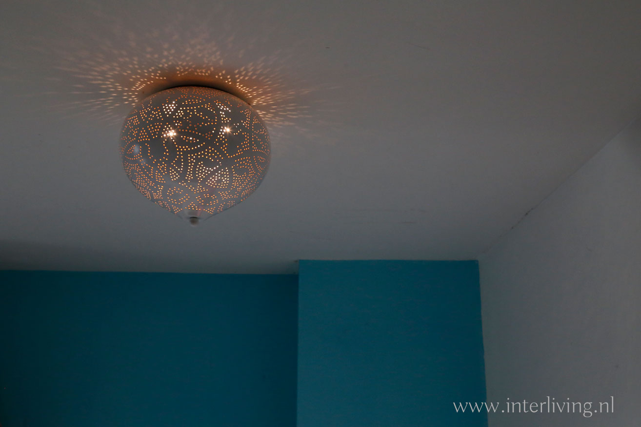 ledlamp in filigrain plafond - overdaglamp