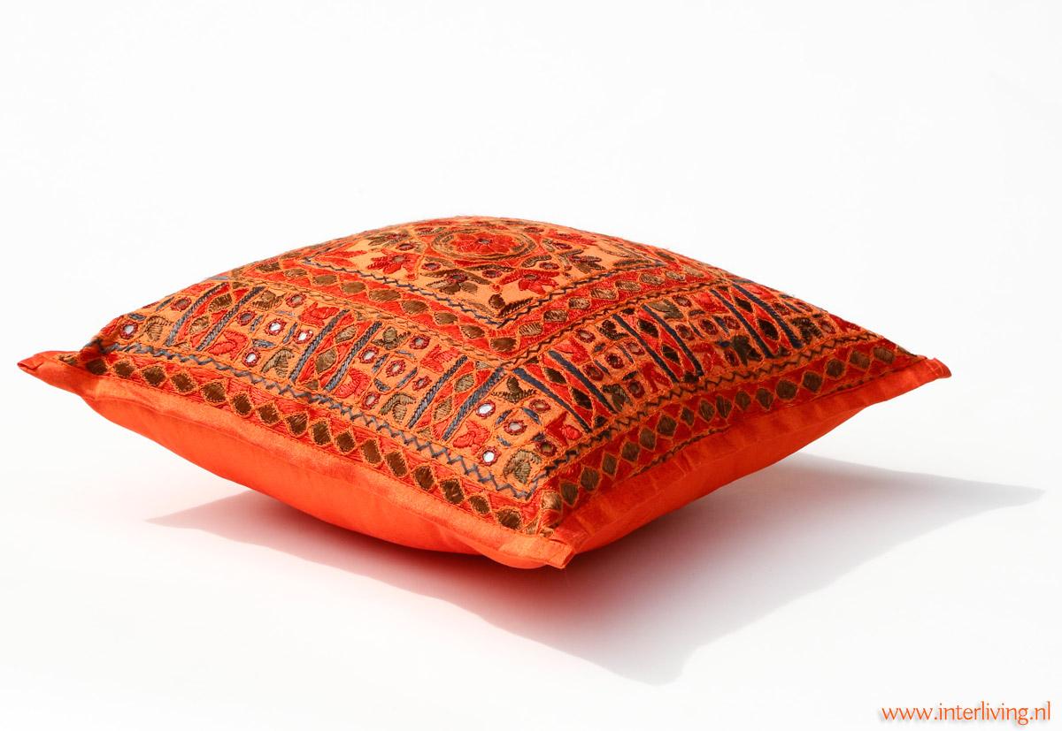 Chakki tafel uit india ronde hand gekerfde salontafel met kussen - Kussen oranje en bruin ...