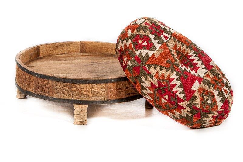 rond tafeltje oosters houtsnijwerk naturel mangohout handgemaakt uit India met bijpassend rond kussen, leverbaar in diverse kleuren en patronen