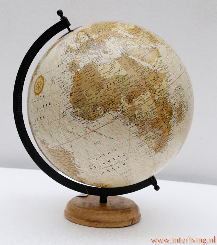 globe of wereldbollen in vintage stijl in verschillende grote maten