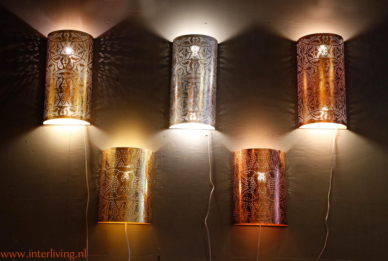 kleine lamp voor aan de muur van bewerkt metaal