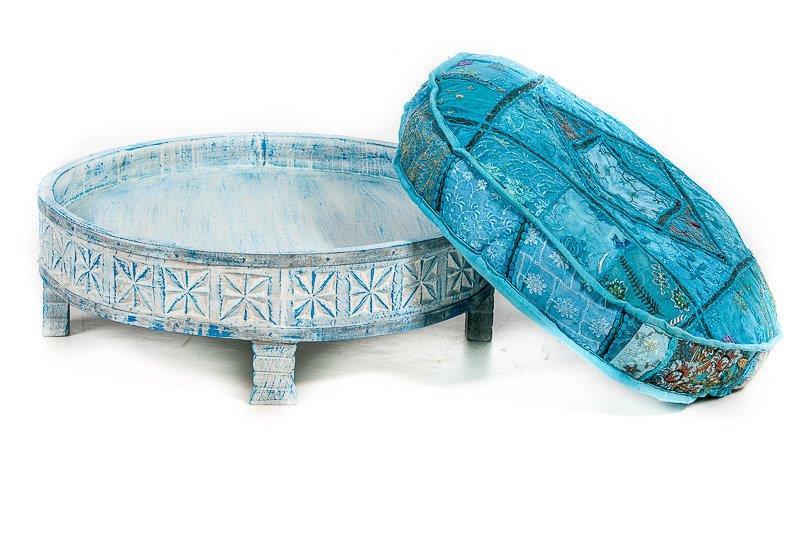 rond  tafeltje oosters houtsnijwerk in de kleur blue washed - Mangohout bijzettafeltje uit India handgemaakt met bijpassend rond kussens leverbaar in diverse dessins en kleuren