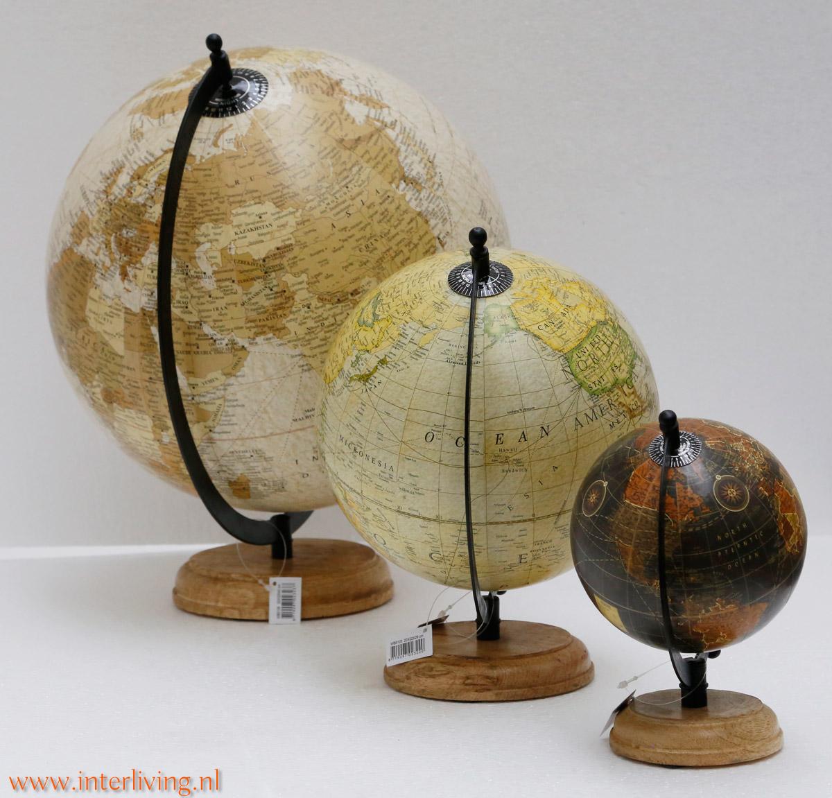 Super vintage wereldbol op houten voet of antieke wereldkaart - interieurtip SO-56