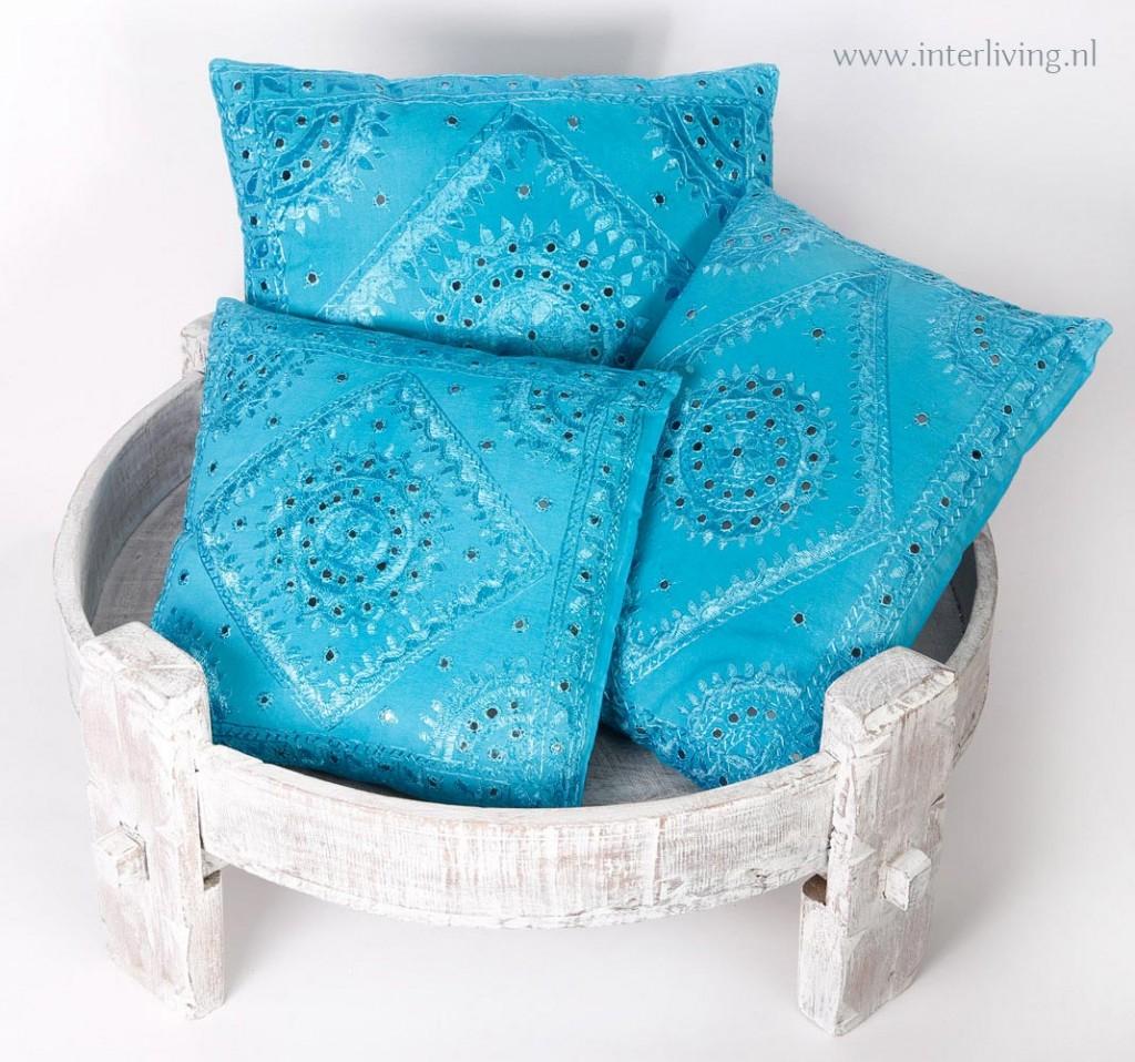 Indiase kussens met spiegeltjes glanzend en felle kleuren - Felle kleuren ...