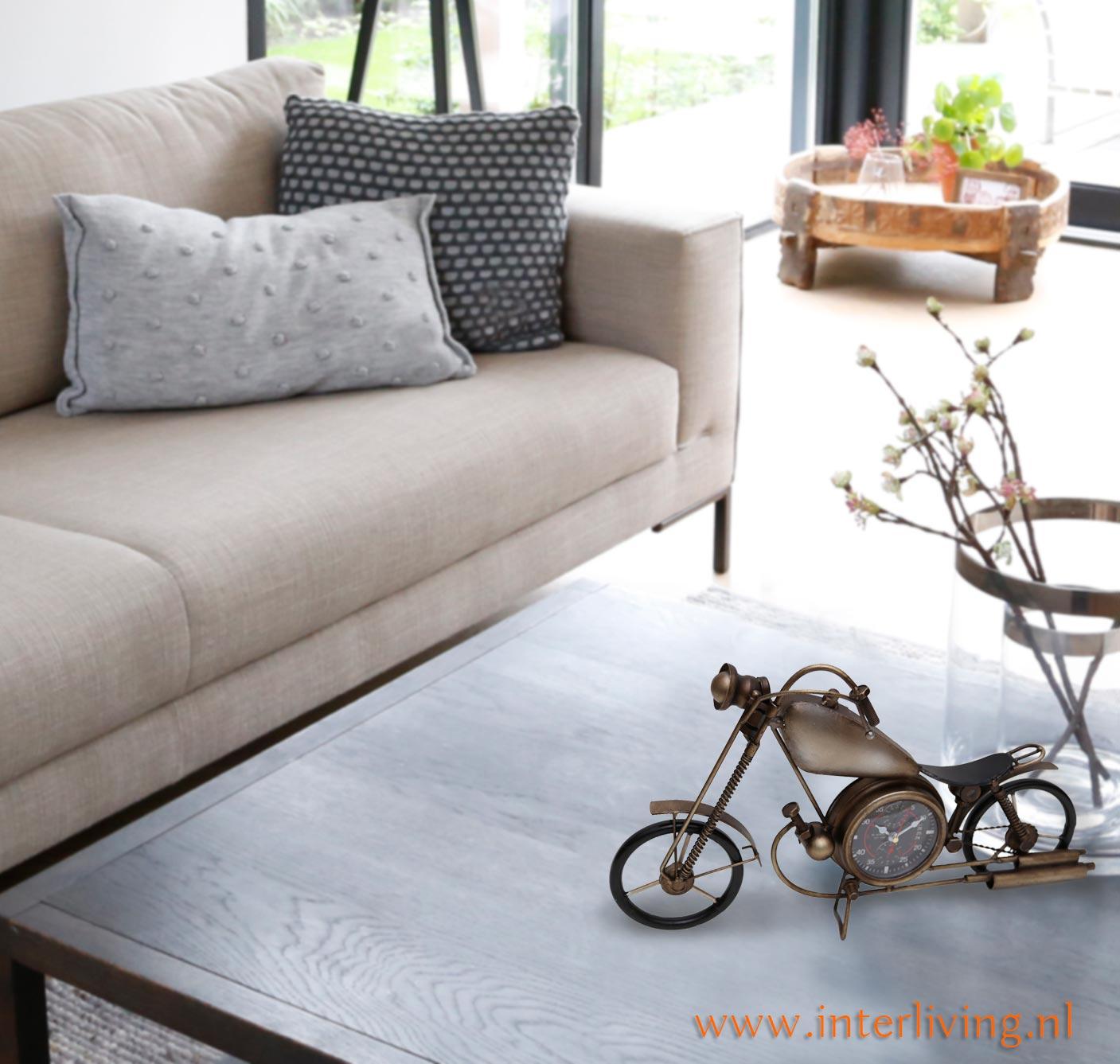 tafel-styling-motor-klok-decoratie-huis-accessoire-woondecoratie