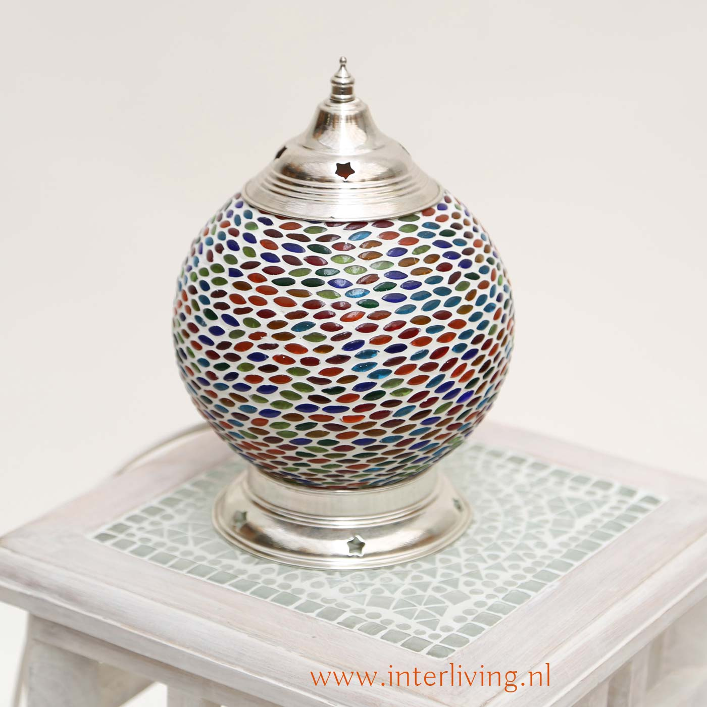 handgemaakt met ovale stukjes gekleurd glas een bolvorm tafellamp