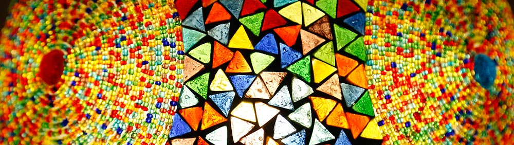 detail van lamp mozaiek met kralen