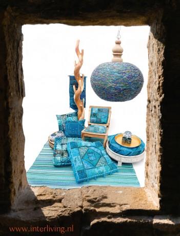 ibiza lamp blauw gekleurde verlichting in een vakantie strand huis hippy stijl