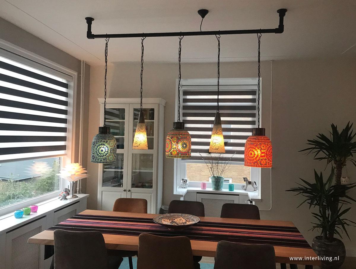 oosterse mozaiek hanglampen aan een steigerbuis industrieel tintje. Black Bedroom Furniture Sets. Home Design Ideas