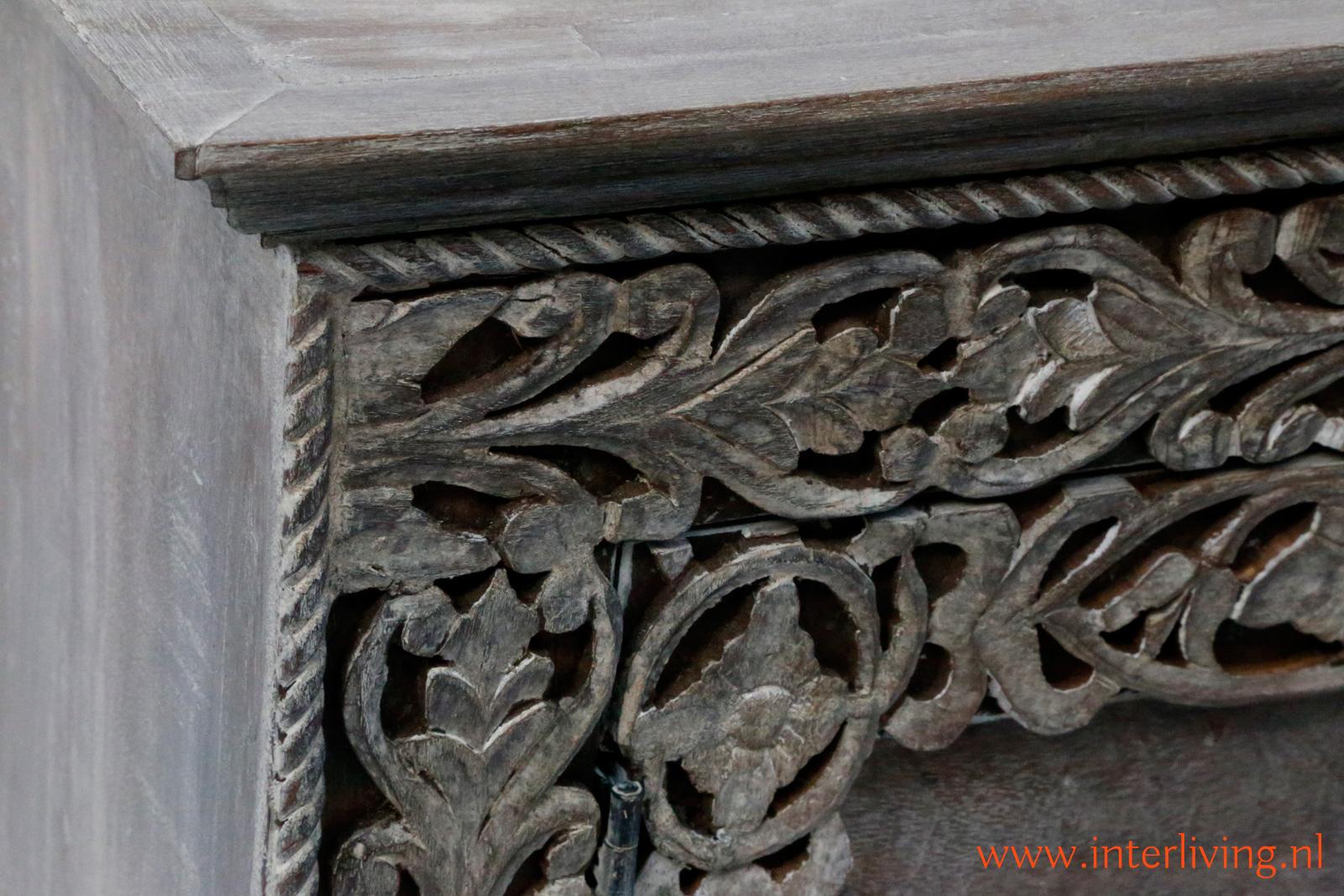 tvmeubel mangohout met twee deuren en houtsnijwerk - uniek tvdressior of tvmeubel uit India - handgemaakt