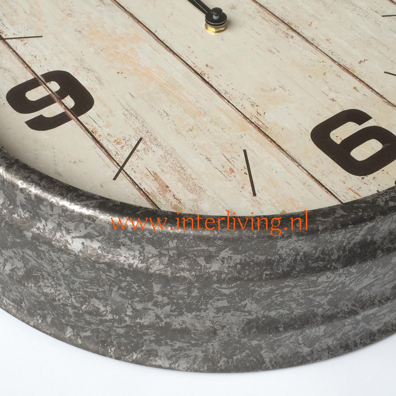 stoere buitenklok - ronde dikke rand metaal - zink met oud hout