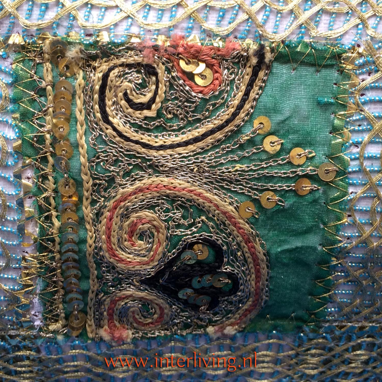 Welp Bohemian Sierkussen goud borduurwerk, kraaltjes en patchwork uit India QK-99