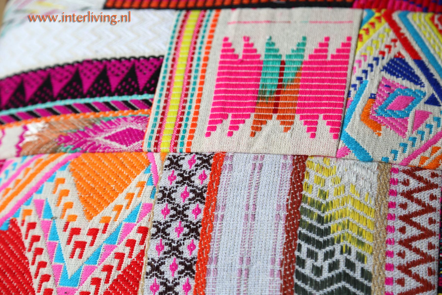Hippy sjiek patchwork kussen met ethnic & tribal borduurwerk - bont gekleurd