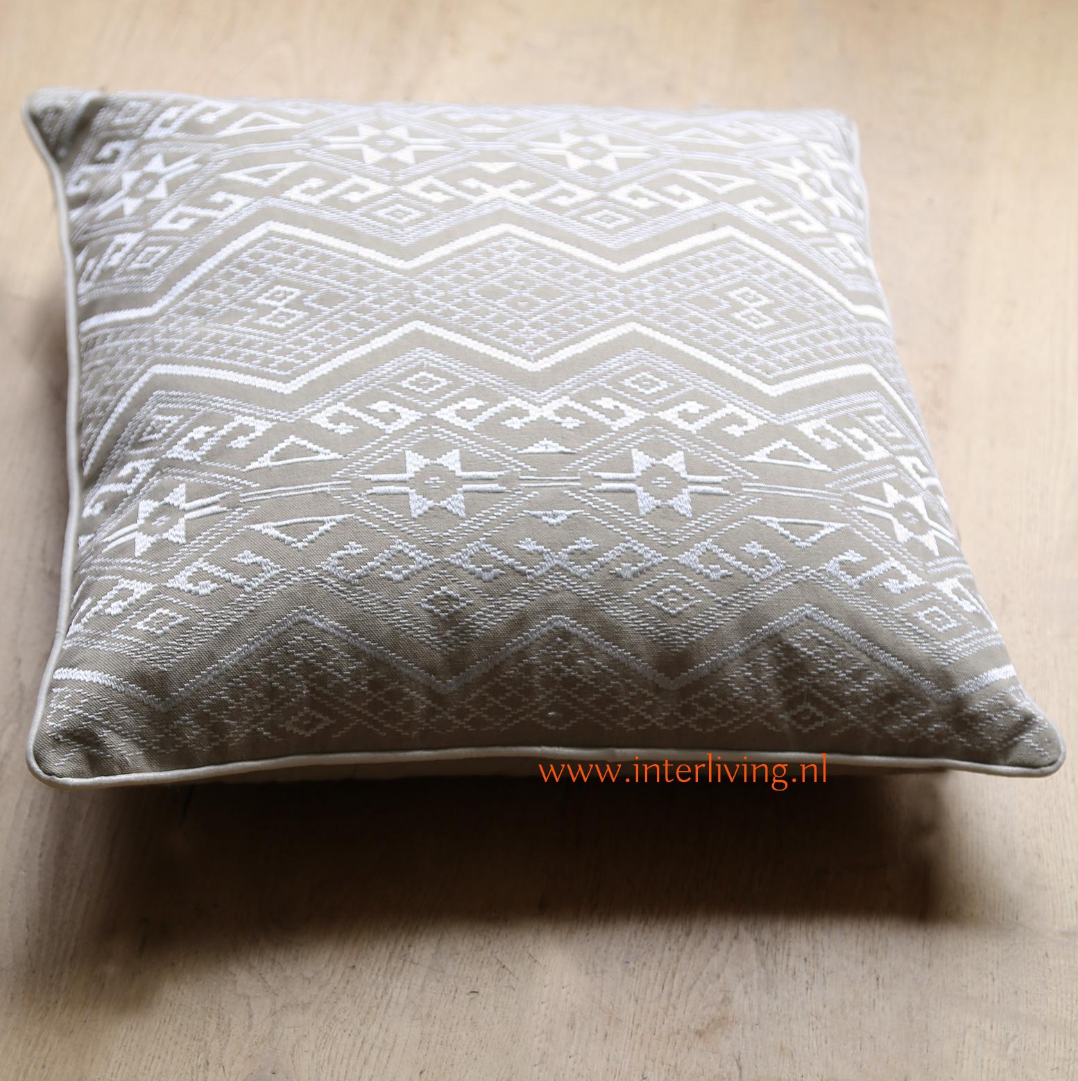 trbal kussen van katoen - handgemaakt met borduurwerk uit India