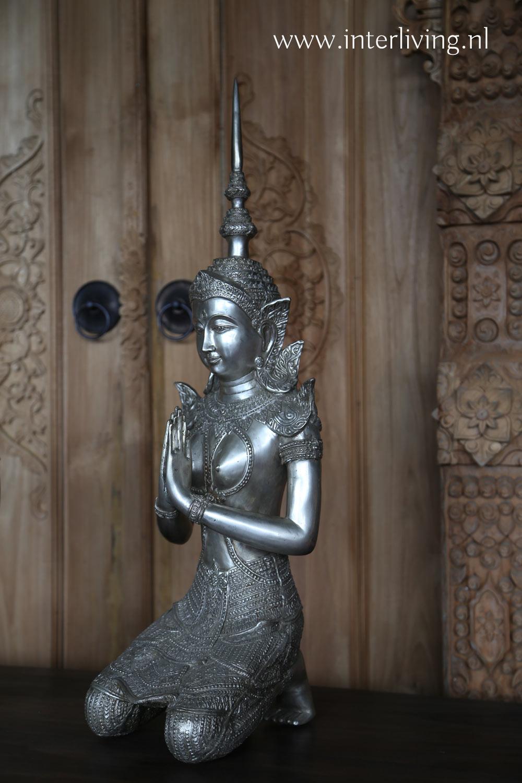 vrouwelijke boeddha - tempelwachter