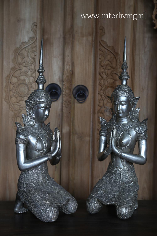set vrouwelijke en mannelijke boeddha's