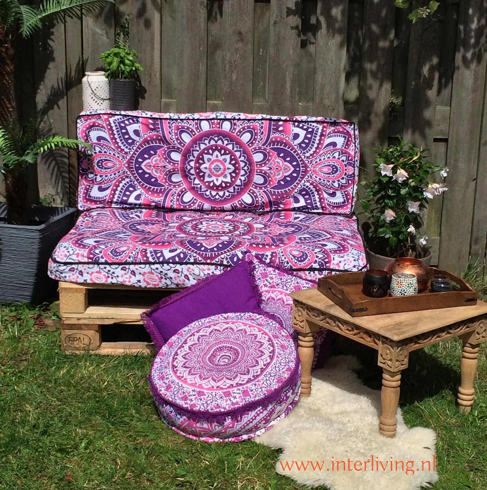 Palletkussens voor je oosterse boho tuin loungehoek - op maat gemaakte hoezen passen bij de kussens voor een palletbank uit de bouwmarkt