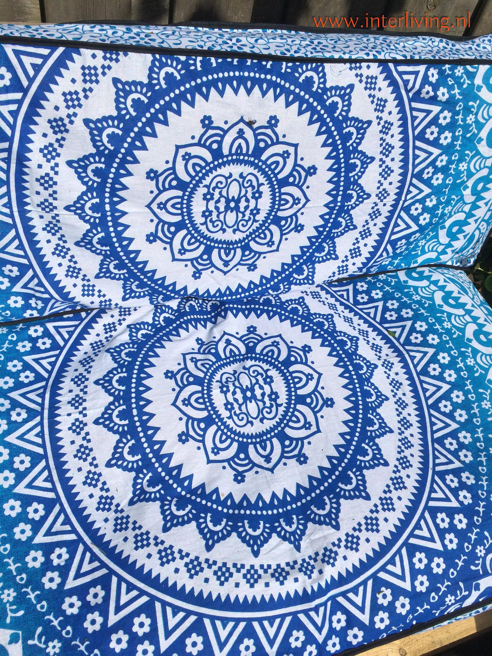 Oosterse Ibiza boho blauw palletkussen met losse kussenovertrek - mooie blauw wit en aqua groen tinten bij je DIY palletbank van pallet hout in de tuin om te maken