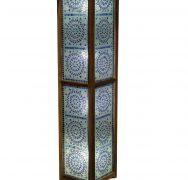Mooie staande lamp met panelen van blauw glasmozaiek