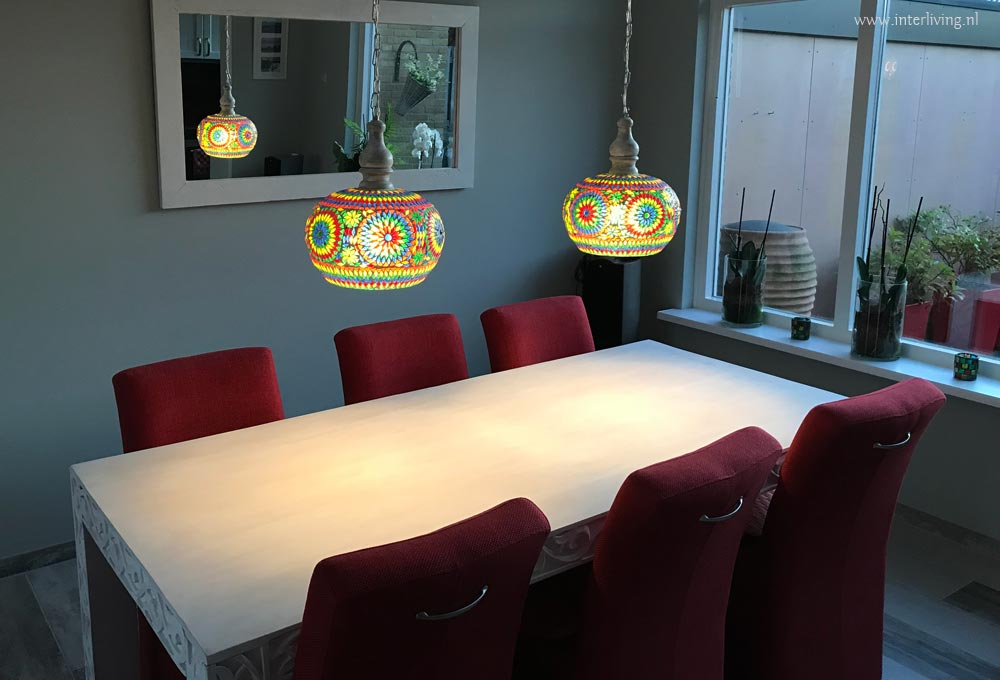 Eettafel White Wash.Binnenkijken Kleurrijke Oosterse Lampen Frisse White Wash Eettafel
