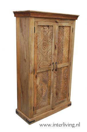 indiase kast met houtsnijwerk
