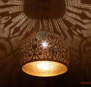 Witte bolvormige oosterse hanglamp met open onderkant